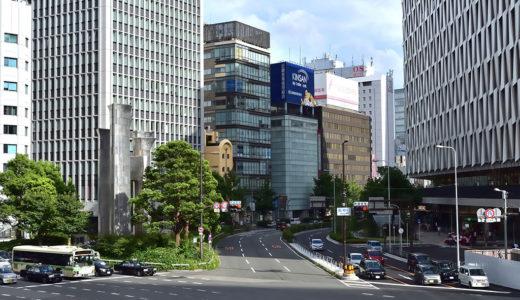 大阪梅田にたたずむユニークな建物は何?
